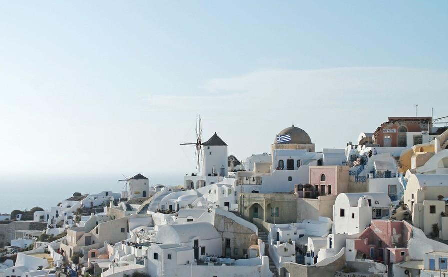 Klassisk Santorini billede med farverige huse